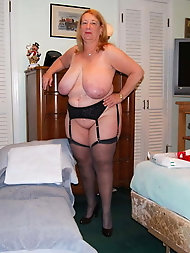 Mature milf is spreading her hips