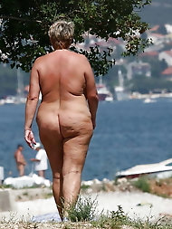 BBW matures and grannies at the beach 513
