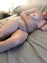 Curvy mature mama wants to have sex with boyfriend