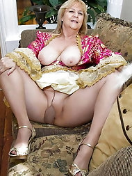 Charming mature cougars are getting nude on picture