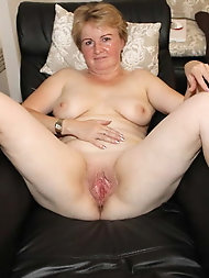 Gallant older housewife loves posing